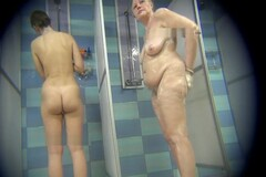 Real voyeur videos from a public showers Thumb