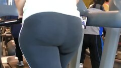 Big juicy ass girl in the gym Thumb