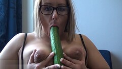 Exhibitionist milf Ashley Riders flashing outdoors in public Thumb