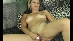 Yanks Beauty Masturbating Thumb