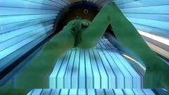 Abonniert 260 Hot Horny Girl masturbates in Public Solarium Thumb