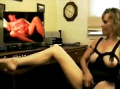 My favorite wank off video. My two favorite Gilfs together Thumb